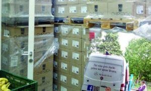 Kartons mit Spenden