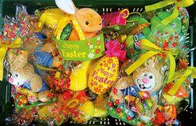 Korb mit Ostersüßigkeiten